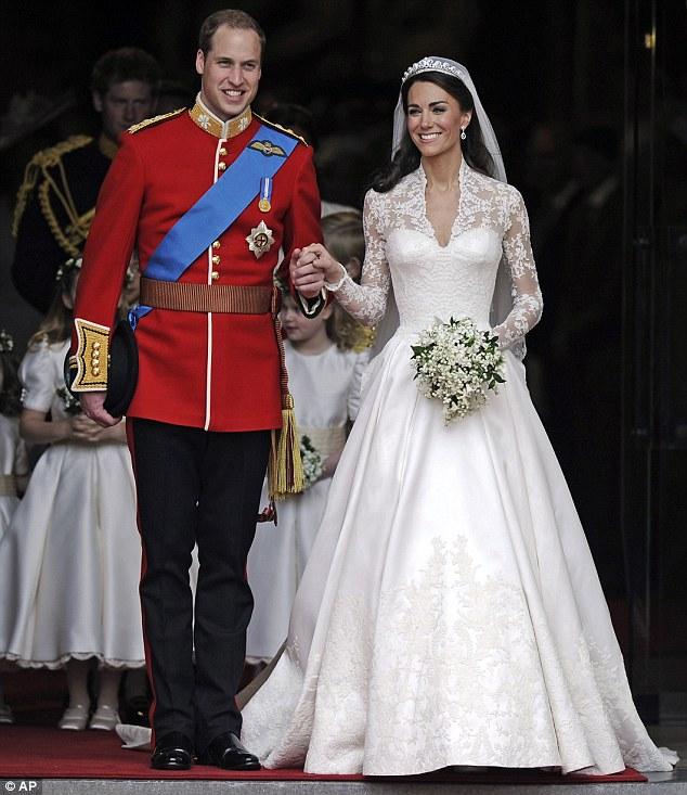 Lộ diện váy cưới được mong đợi nhất thế giới - 10