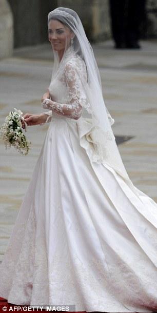 Lộ diện váy cưới được mong đợi nhất thế giới - 12