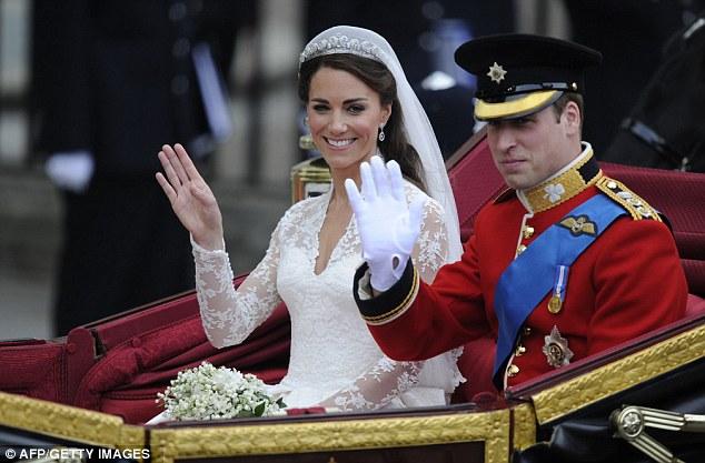 Lộ diện váy cưới được mong đợi nhất thế giới - 13