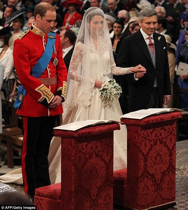 Lộ diện váy cưới được mong đợi nhất thế giới - 14
