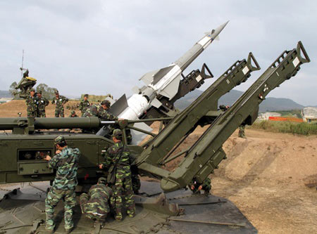 Chùm ảnh: Bộ đội Việt Nam bắn tên lửa - 3