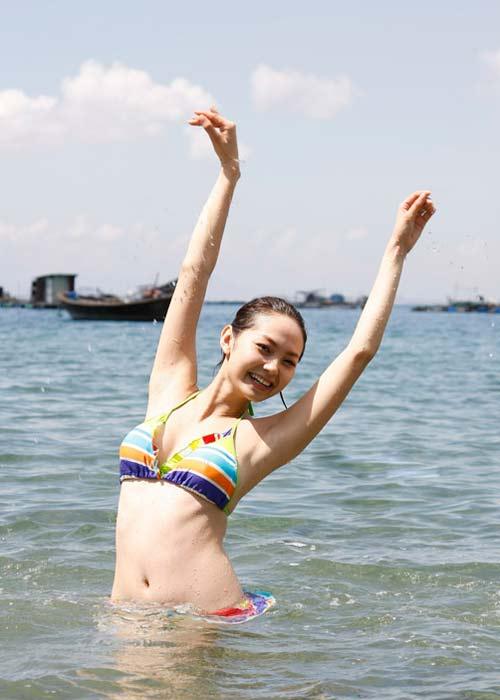 Sao Việt khoe dáng nóng bỏng với bikini - 14