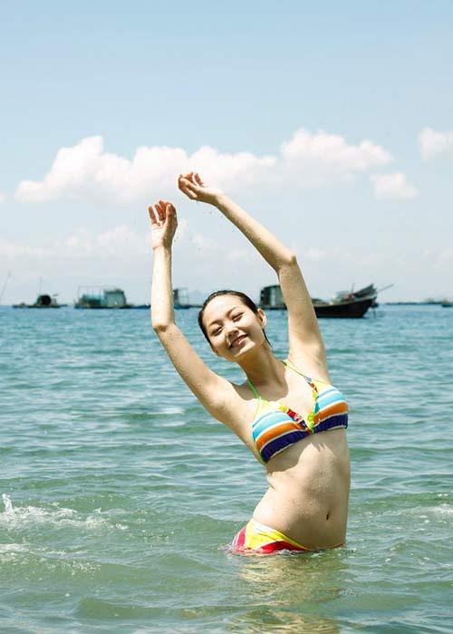 Sao Việt khoe dáng nóng bỏng với bikini - 15
