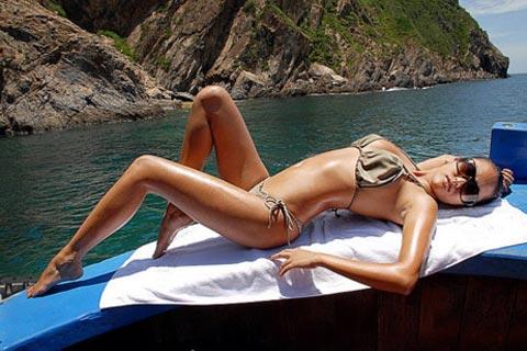 Sao Việt khoe dáng nóng bỏng với bikini - 22