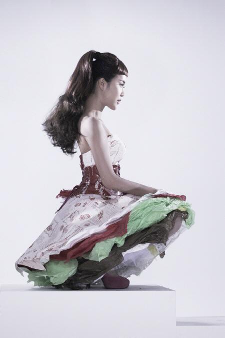 Váy giấy đẹp như mơ của sao Hàn - 2