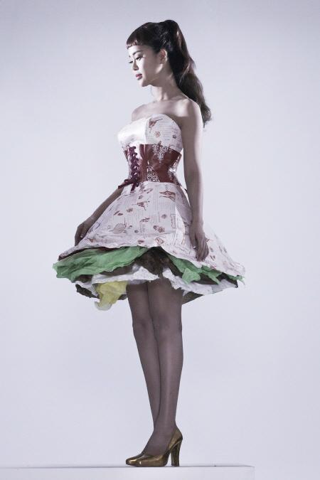 Váy giấy đẹp như mơ của sao Hàn - 5