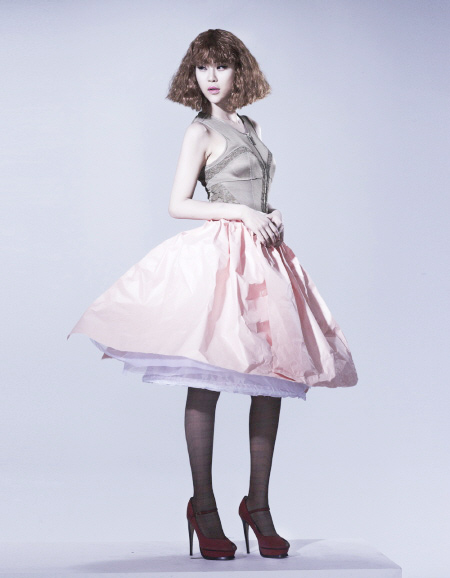 Váy giấy đẹp như mơ của sao Hàn - 9
