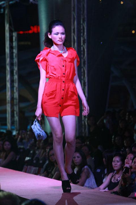 Tuyết Lan đăng quang ngôi vàng Người mẫu Châu Á - 2