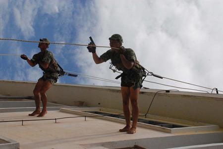Xem bộ đội đặc công ngụy trang tập luyện - 11