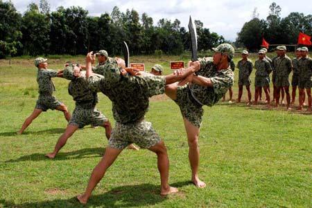 Xem bộ đội đặc công ngụy trang tập luyện - 13