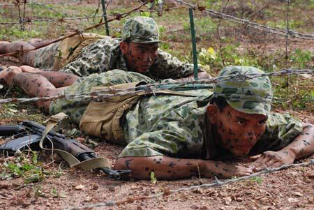 Xem bộ đội đặc công ngụy trang tập luyện - 2