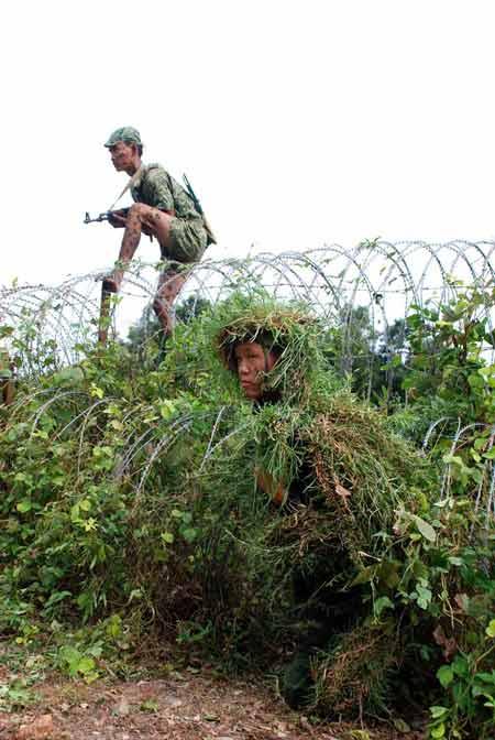Xem bộ đội đặc công ngụy trang tập luyện - 7