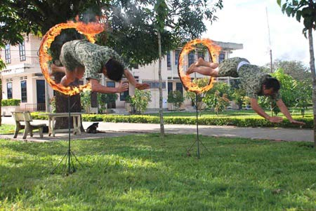 Xem bộ đội đặc công ngụy trang tập luyện - 8