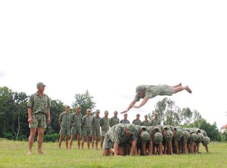 Xem bộ đội đặc công ngụy trang tập luyện - 9