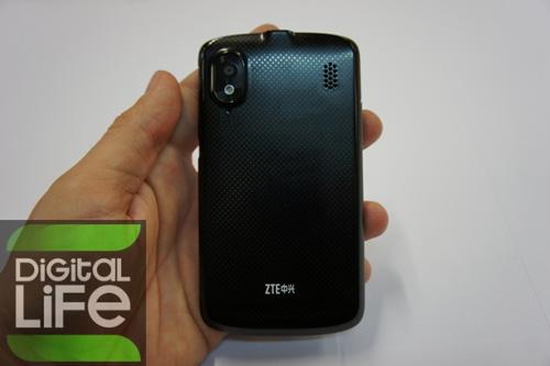 ZTE Skate màn hình 4.3 inch, giá 360 USD - 2