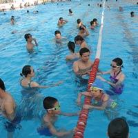 Vi trùng, vi khuẩn ngập bể bơi mùa hè