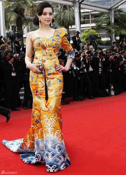 Váy của Phạm Băng Băng mang biểu tượng của Hoàng gia Nhật? - 1