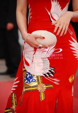 Váy của Phạm Băng Băng mang biểu tượng của Hoàng gia Nhật? - 5