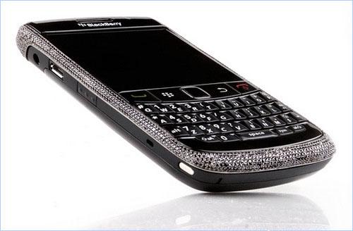 BlackBerry 9780 đính 1.400 viên kim cương đen - 1