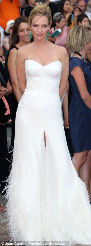 Ngắm sao diện váy ren trắng tao nhã - 2