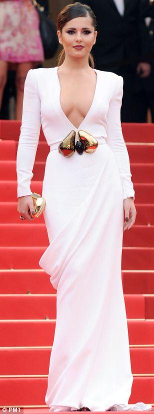 Ngắm sao diện váy ren trắng tao nhã - 3