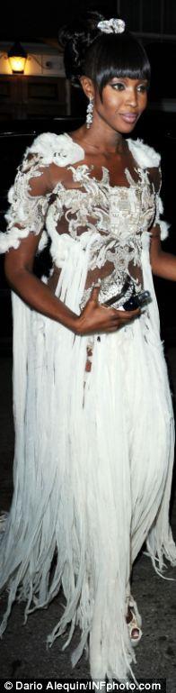 Ngắm sao diện váy ren trắng tao nhã - 7