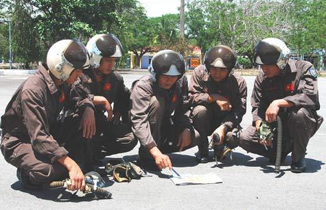 Cận cảnh chiến đấu cơ Việt khai hỏa - 2