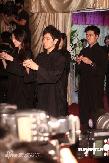 Lâm Chí Dĩnh và vợ đưa tiễn cha - 5