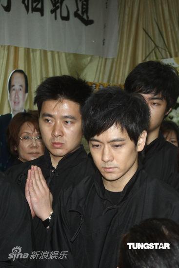 Lâm Chí Dĩnh và vợ đưa tiễn cha - 7