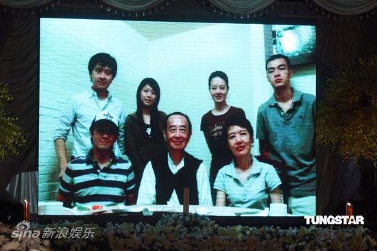 Lâm Chí Dĩnh và vợ đưa tiễn cha - 8