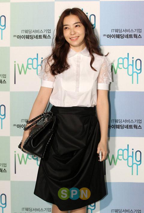 Park Sun Young được khen với phần ống tay điệu đà