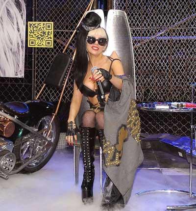Lady Gaga: Quái dị 'tăng tốc' - 5