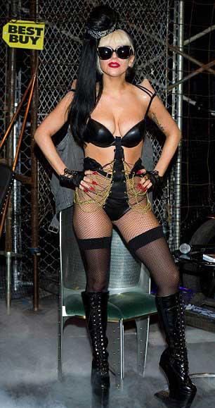 Lady Gaga: Quái dị 'tăng tốc' - 2