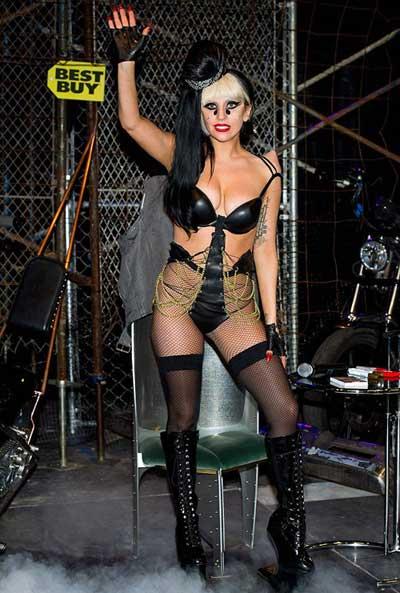 Lady Gaga: Quái dị 'tăng tốc' - 1