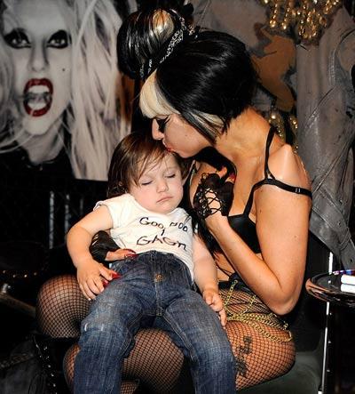 Lady Gaga: Quái dị 'tăng tốc' - 3