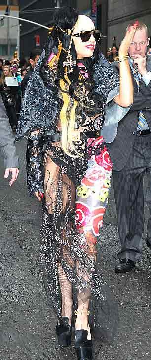 Lady Gaga: Quái dị 'tăng tốc' - 14