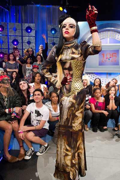 Lady Gaga: Quái dị 'tăng tốc' - 16