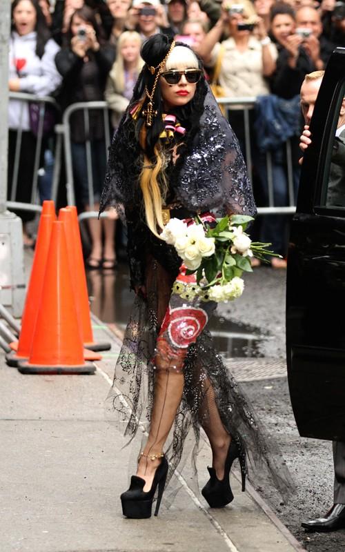 Lady Gaga: Quái dị 'tăng tốc' - 8