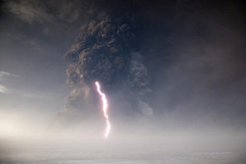 Núi lửa Iceland đã ngừng phun tro bụi - 1