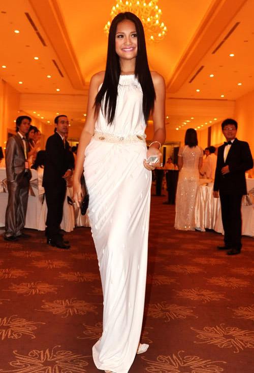 """Sao Việt đẹp """"lạ thường"""" với đầm trắng? - 4"""