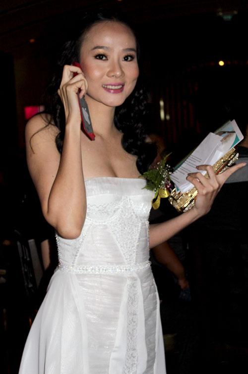 """Sao Việt đẹp """"lạ thường"""" với đầm trắng? - 15"""