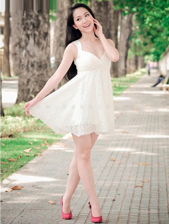 """Sao Việt đẹp """"lạ thường"""" với đầm trắng? - 1"""