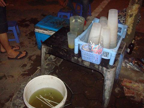 Nước mía: Siêu rẻ, siêu mát và siêu bẩn! - 2