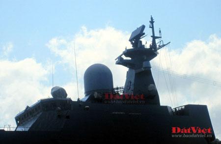Cận cảnh hỏa lực chiến hạm Đinh Tiên Hoàng - 1