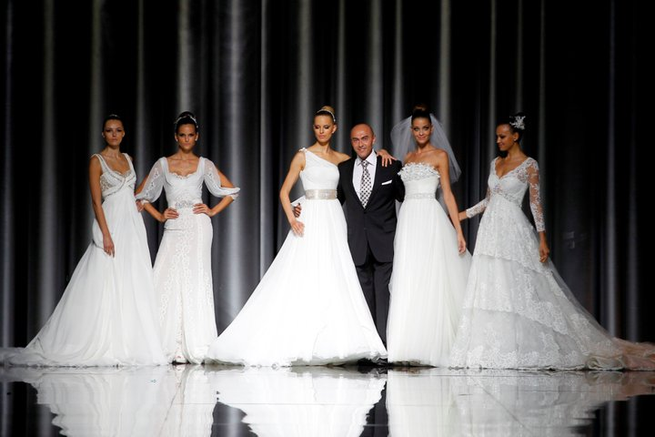 Lung linh váy cưới hàng hiệu Tây Ban Nha - 1