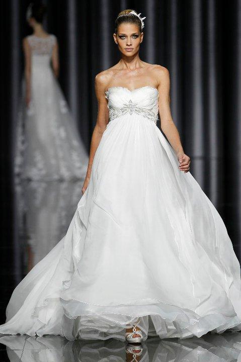 Lung linh váy cưới hàng hiệu Tây Ban Nha - 6