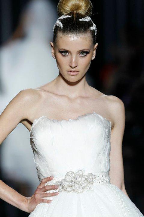 Lung linh váy cưới hàng hiệu Tây Ban Nha - 12