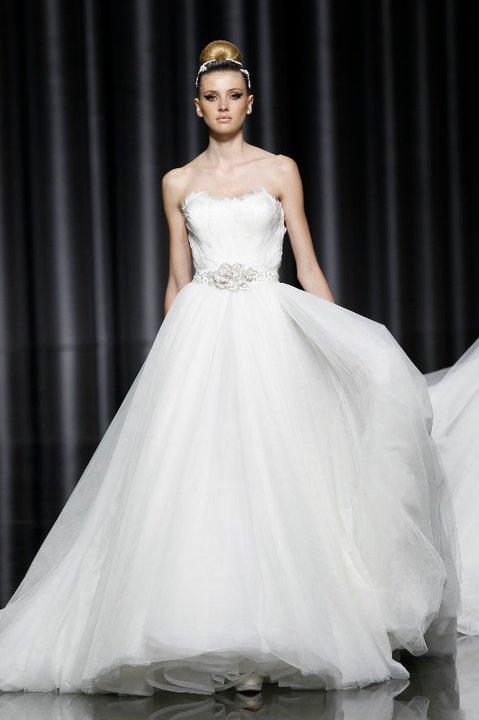 Lung linh váy cưới hàng hiệu Tây Ban Nha - 13
