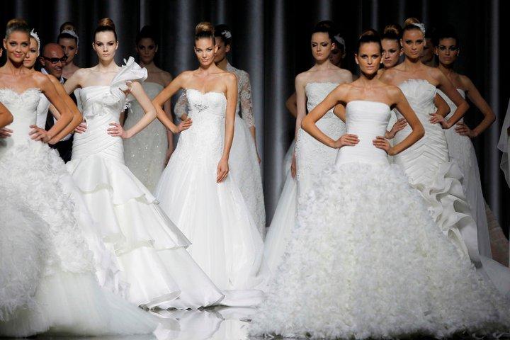 Lung linh váy cưới hàng hiệu Tây Ban Nha - 15
