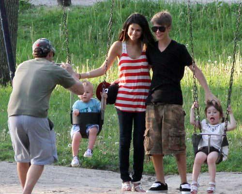 Justin Bieber 'yêu' Selena Gomez mọi lúc, mọi nơi - 1